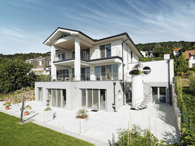 "Prefabricated house Architects ""Residenz am Berg"" S271"